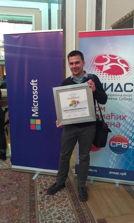 zeljko Mitkovski na preuzimanju nagrade PC Press-a