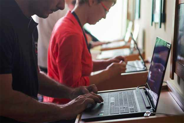 Racunarska oprema i Telenor internet za srednju skolu Mionica