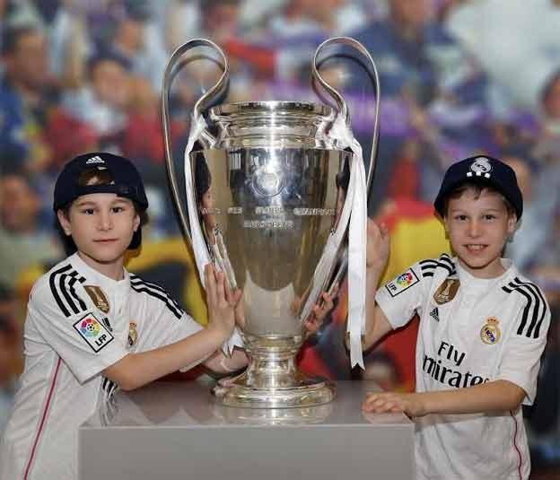 Priča o dva dečaka iz Srbije, navijača Real Madrida je dokaz da iskrena emocija ne poznaje granice i daiskrena ljubav biva nagrađena
