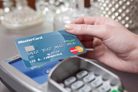 MasterCard PayPass Card tapping on card terminal in retail environment