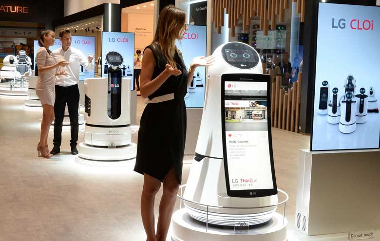 LG CLOi Robots